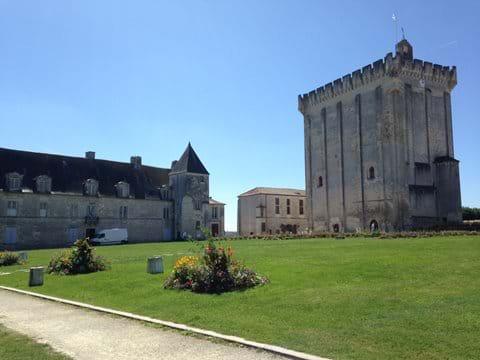 Pons donjon - Beautiful Medieval city (40 mins)