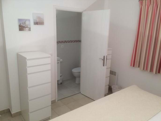 En suite to bedroom one