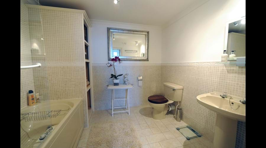 Master Suite En-suite Bathroom