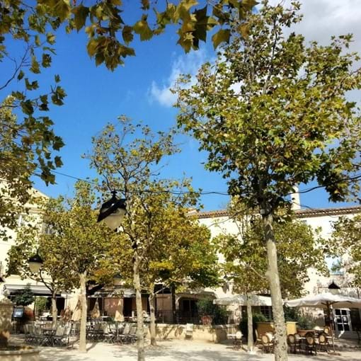 Restaurants in Pont Royal square.