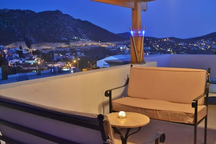 Relaxing seating area on Daybreak balcony 1