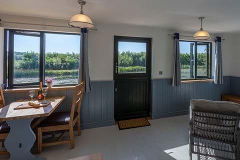 Bude accommodation lakeside cabin