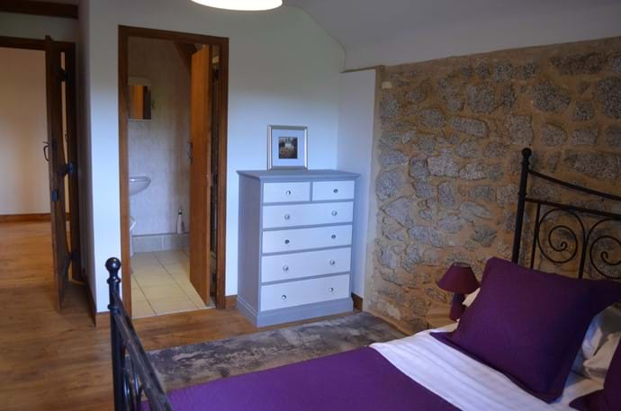 The Railway Cottage - 10 person gîte - double room with en-suite shower room