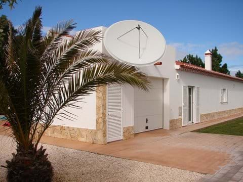 Casa Bela Villa with garage and private drive to side