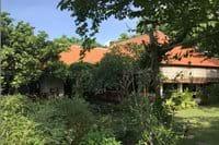 Huis vanuit de tuin gezien.