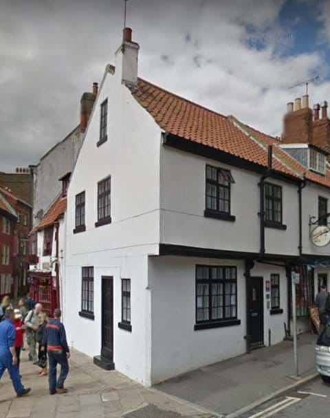 The Corner House - very central, harbourside views - sorry no pets allowed