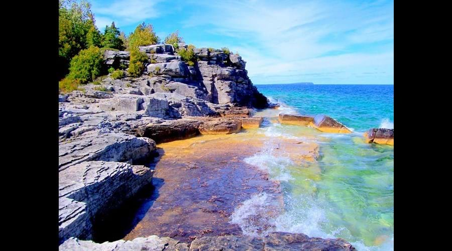 The rugged shoreline of Georgian Bay is just a 10 minute drive from the Willow Bank cottage.
