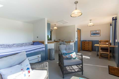 Bude accommodation cosy cabin for couples