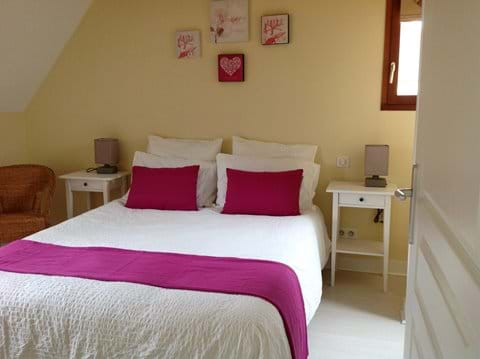 Double room with kingsize bed and ensuite