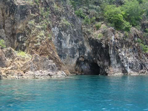 some caves to snorkel around