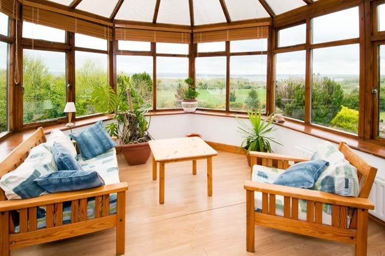 Conservatory with view to lake