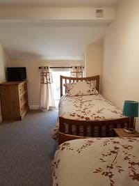 Twin Room - Freeview Tv