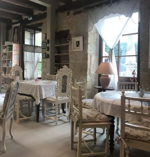 Cafe in Serres et Montguyard