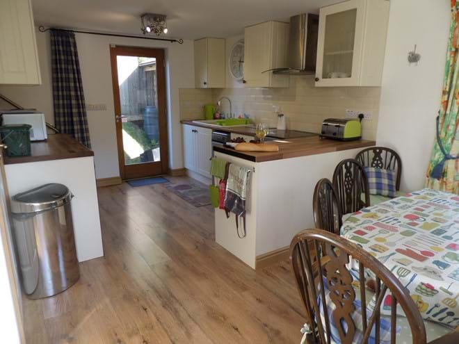Kitchen/Diner with Extending Table & Seating for Eight