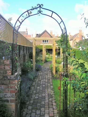 Path from the garden entrance