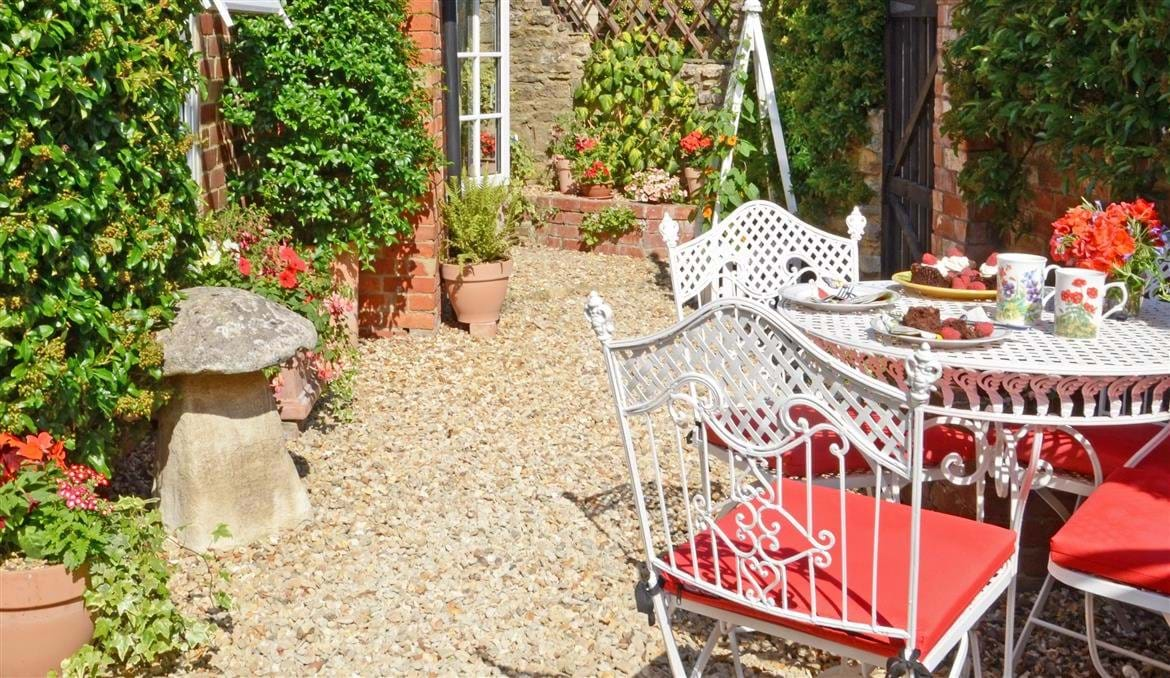 Coachmans Holiday Cottage Steeple Ashton Wiltshire BA14 6HH UK