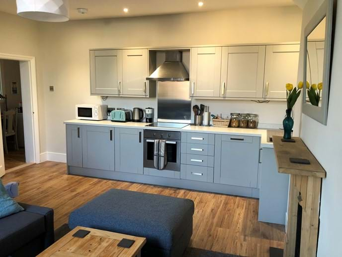 Fully equipped kitchen with integrated dishwasher, oven, hob and fridge