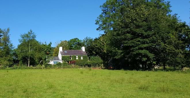 Tregaron's pubs, cafes and shops a mile away. Surrounded by peaceful countryside