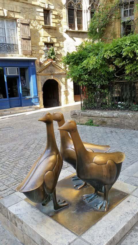 Bronze geese statue in Sarlat