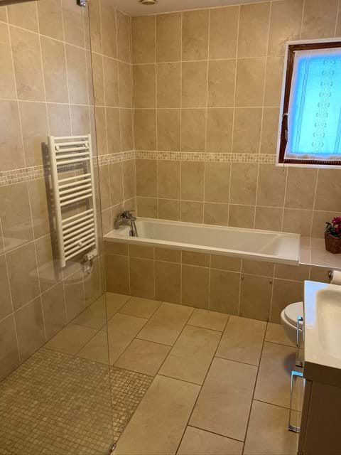 Main bathroom with walk in shower