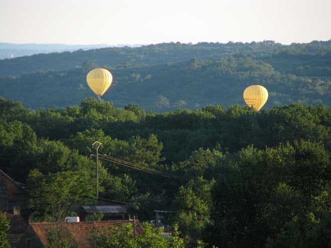 hot air balloons at gites de la Ferme de La Tour