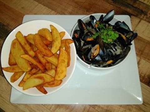 Moules et frites at the bar