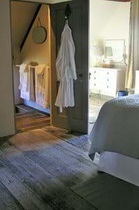En-suite sunken bathroom, with steps down