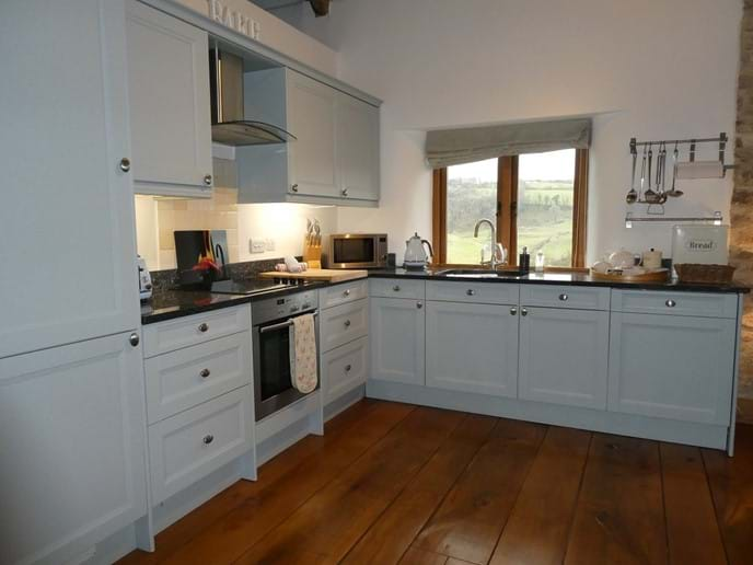 Spacious Fully Fitted Kitchen