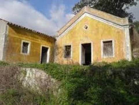 Old house needing renovation in Monchique