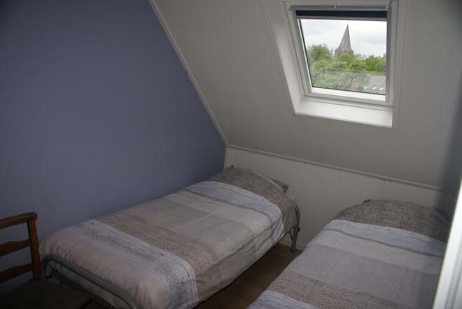 Twin bedroom with view to the centre of the village