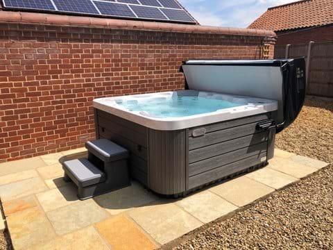New Wellis Spa Hot Tub