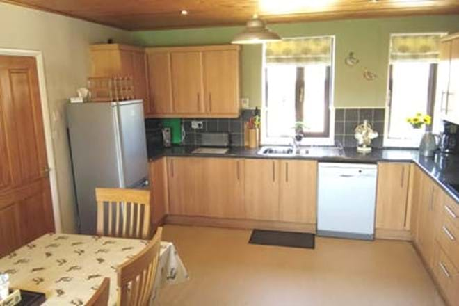 Fully equipped kitchen - Moo Cow Cottage