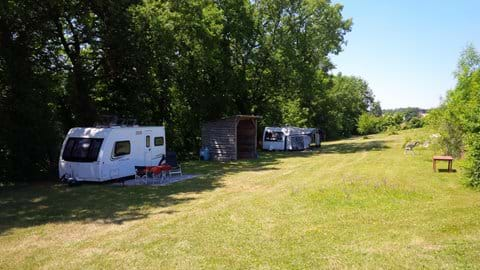 Shady 6-pitch campsite with good facilities located in the valley below the main property