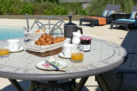 Breakfast in the sunshine, round the pool...Heaven!