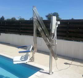 Electric pool hoist