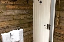 Chapel Bay Lodge bathroom