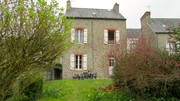C005: Charming self catering cottage with garden in Dinan.