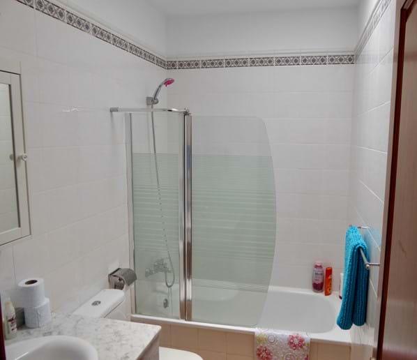 Family Bathroom - between Bedrooms 2 & 3