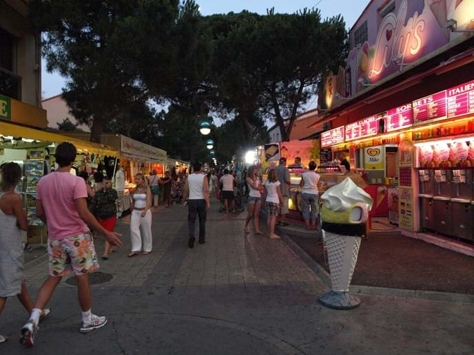 Lively summer evening dining & shopping near the beach in Argeles
