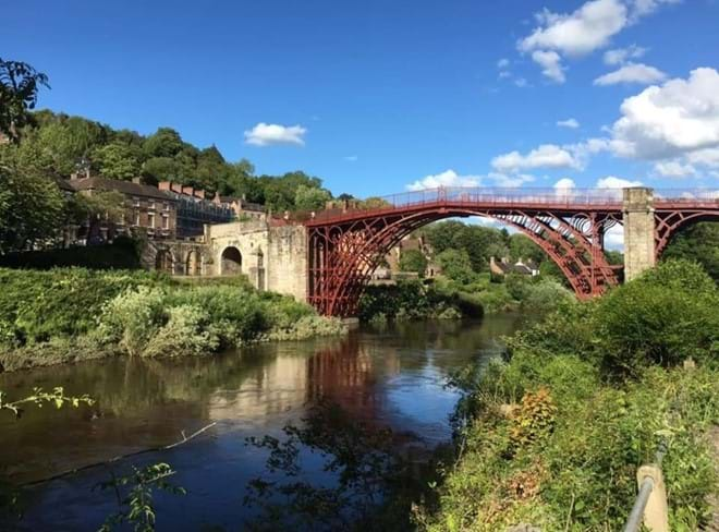 THE IRON BRIDGE 1779 - YARDS FROM IRONBRIDGE VIEW TOWNHOUSE