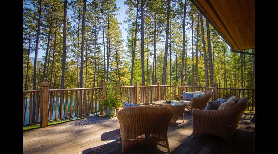 A spacious lake view deck to enjoy family gatherings