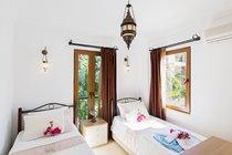 Twin bedroom with Garden Views