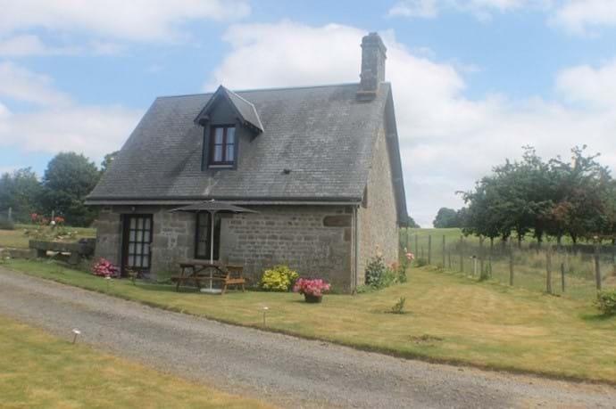 Romantic Walnut Cottage