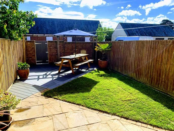 ENCLOSED BACK GARDEN WITH BBQ , GARAGE & PARKING