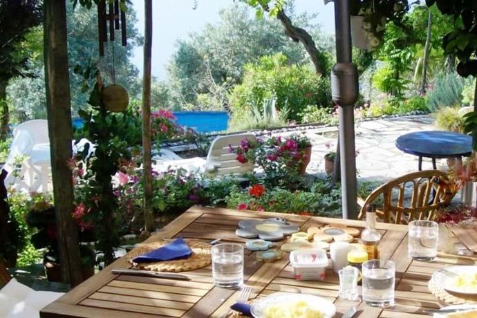 Breakfast ready in Orchard Villa courtyard!