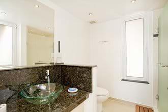 Master Bedoom En-Suite Bathroom