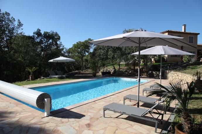 Large heated swimming pool 14x5m
