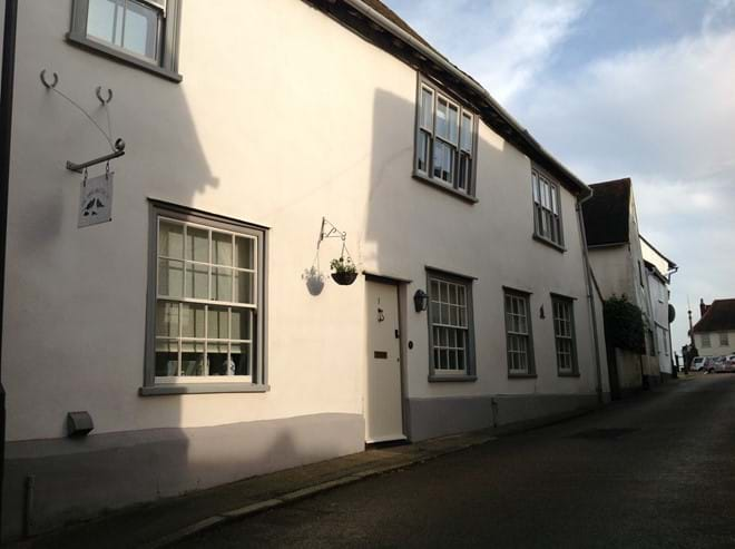 The Three Black Birds Grade II Listed Holiday Cottage Exterior