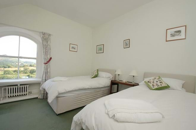 photo showing twin bedroom at Eisteddfa self catering accommodation for 10