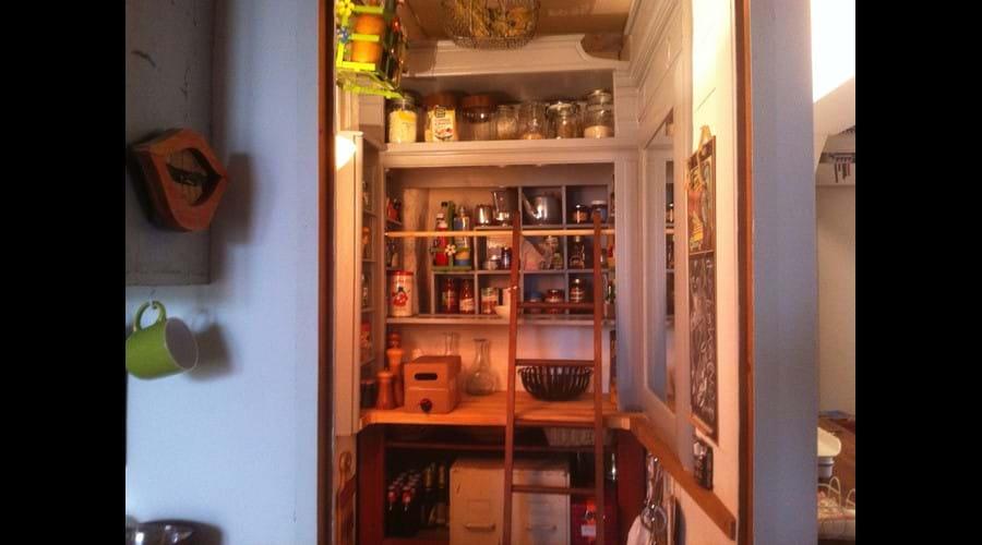 Walk-in pantry, Writer